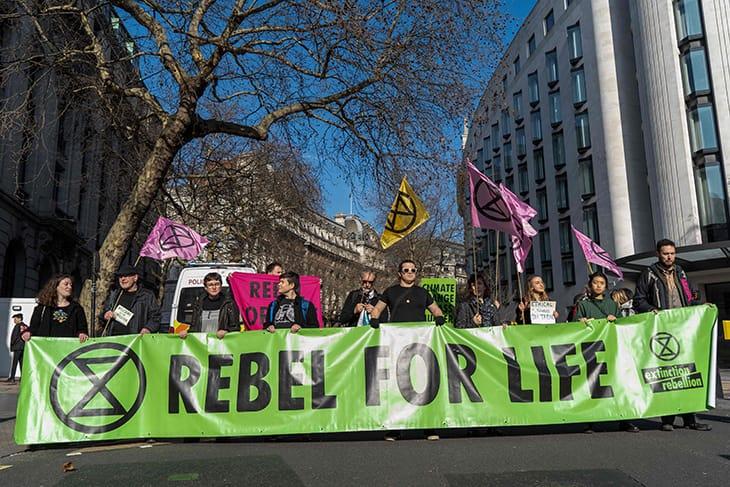 I manifestanti di Extinction Rebellion per le vie di Londra