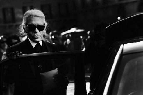 È morto Karl Lagerfeld, stilista di Chanel e Fendi. La sua vita in immagini