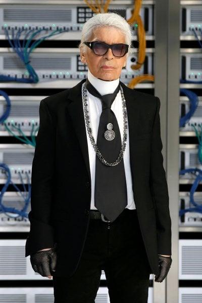 Un anno fa ci lasciava Karl Lagerfeld. Il ricordo del direttore creativo di Chanel e Fendi