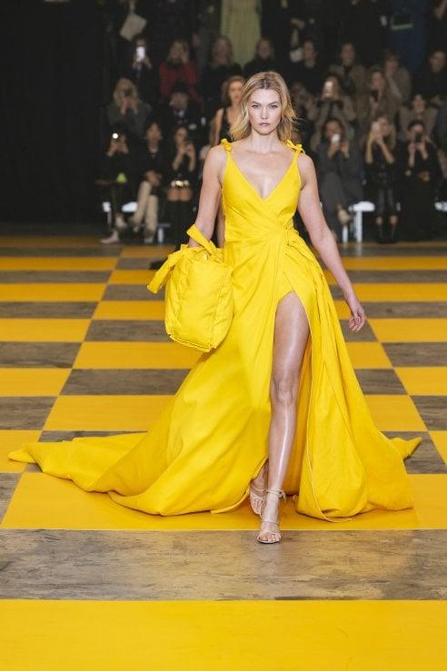 46a8700ce1cb Tendenza 2019  per la festa della donna vestiti di giallo