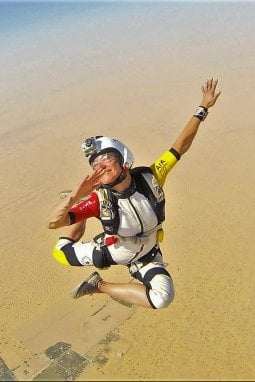 Stefania Martinengo, campionessae istruttrice di paracadutismo.