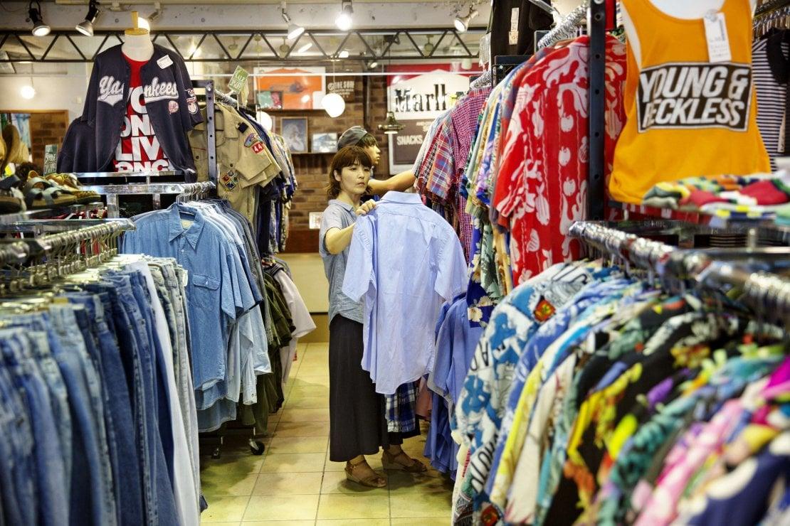 Moda: il futuro è di seconda mano. Gli abiti usati fanno concorrenza alla fast fashion
