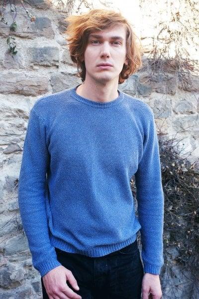 È italiano il primo maglione al mondo fatto con denim riciclato