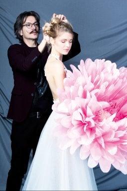 L'hair designer Salvo Filetti al lavoro