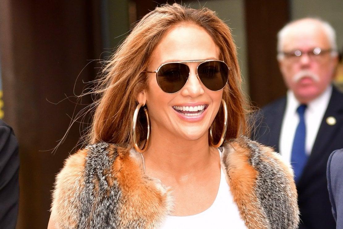 Jennifer Lopez premiata come Icona Fashion agli Oscar della moda