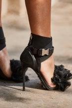 10 accessori neri che non puoi non avere