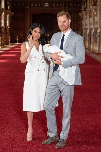 Meghan Markle e la bellezza inclusiva: nella prima foto di Archie Harrison Mountbatten-Windsor non nasconde le rotondità del post parto