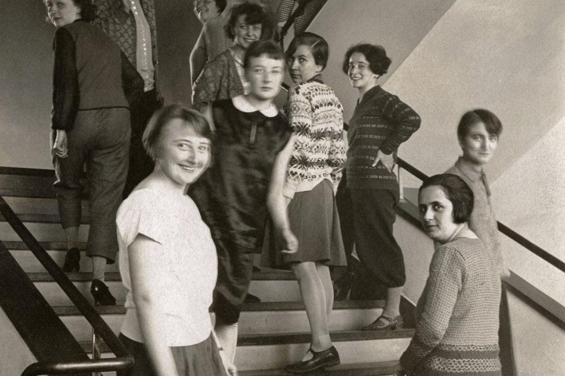 Studentesse di Tessitura nella scuola di Dessau, 1927, ritratte da T. Lux Feininger