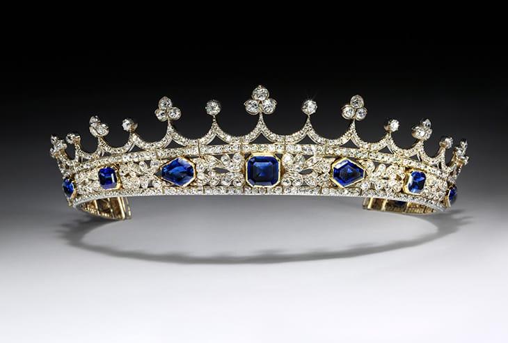 La coroncina di zafferi e diamanti progettata dal marito della regina, il principe Albert, nel 1840