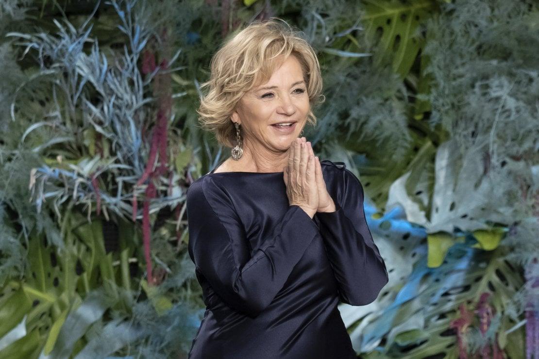 Alberta Ferretti: la sfilata Cruise è all'insegna della moda sostenibile
