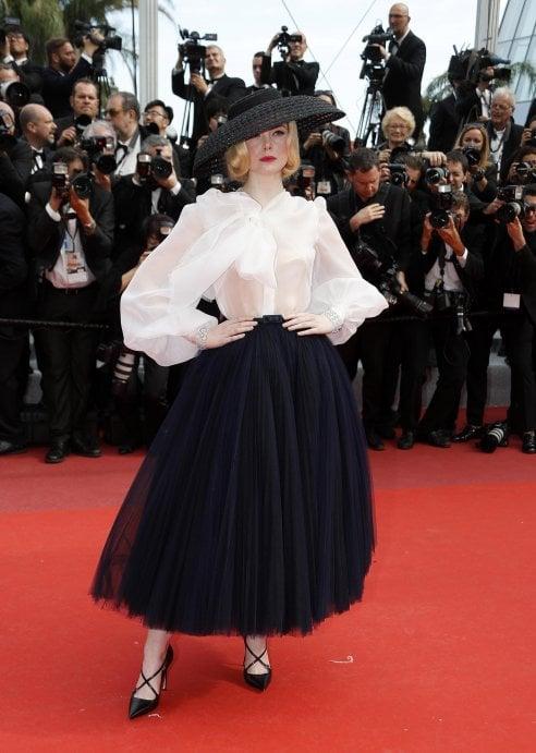 Elle Fanning al Festival di Cannes: il suo look è un omaggio alla Golden Age hollywoodiana e a Christian Dior