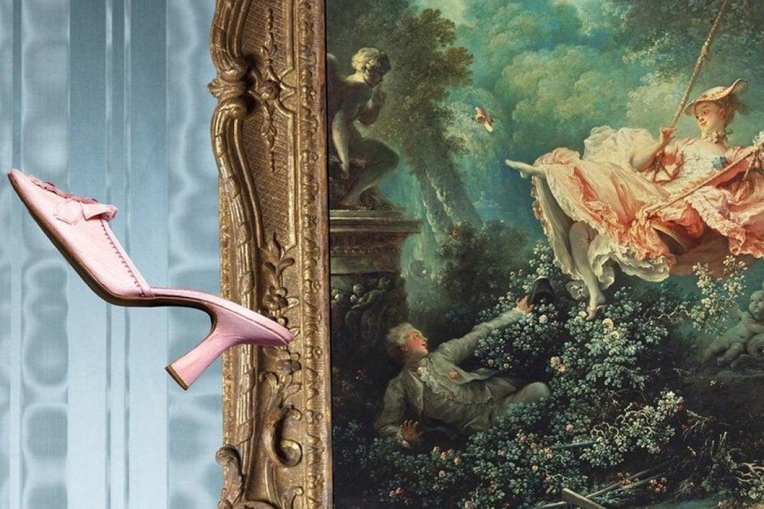 Una scarpa di Blahnik sembra uscire dal dipinto L'altalena di Jean-Honoré Fragonard, opera del 1767 parte della Wallace Collection di Londra