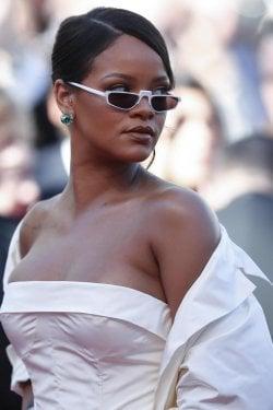 083b8d4e1e Rihanna è la cantante più ricca del mondo con un patrimonio di 600 milioni  di dollari