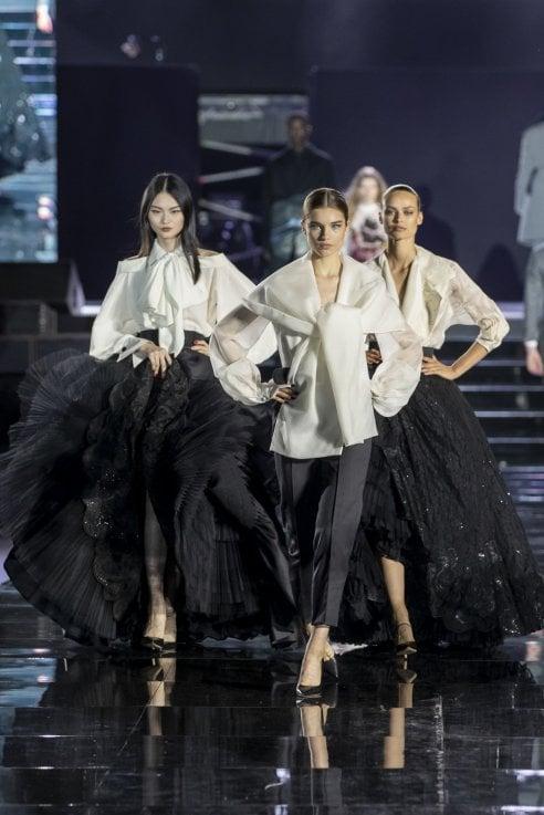 Luisa ViaRoma compie novant'anni e festeggia con il primo CR Runway Show di Carine Roitfeld
