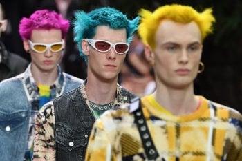 Gli accessori must visti in passerella della moda uomo: tra azzardi e classicismo