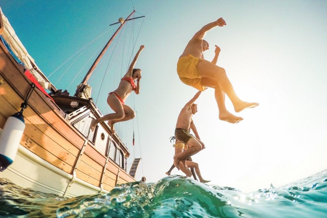 Vacanze in barca a vela: come evitare liti e convivere felici