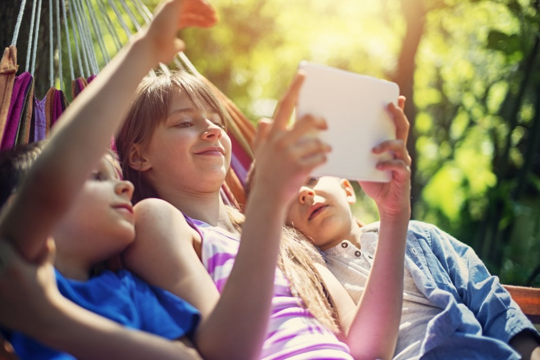 Dieci trucchi per fare di smartphone e tablet nostri alleati nell'educazione dei bambini