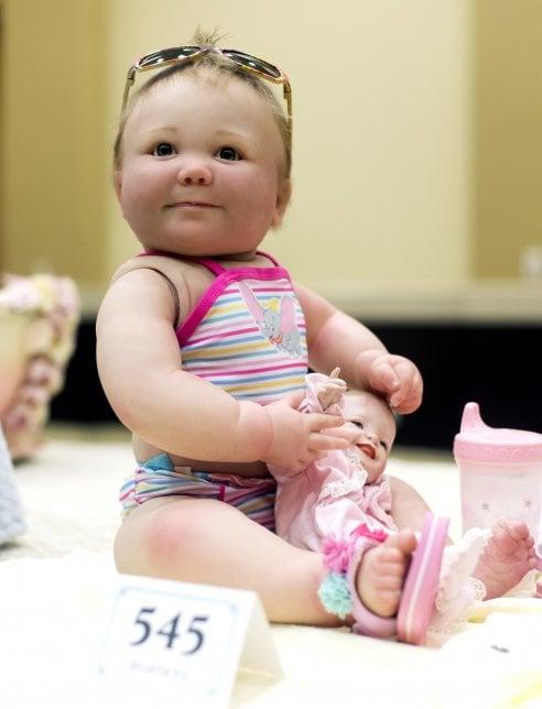 Reborn: sono bambole ma sembrano bambini veri, usate per curare la