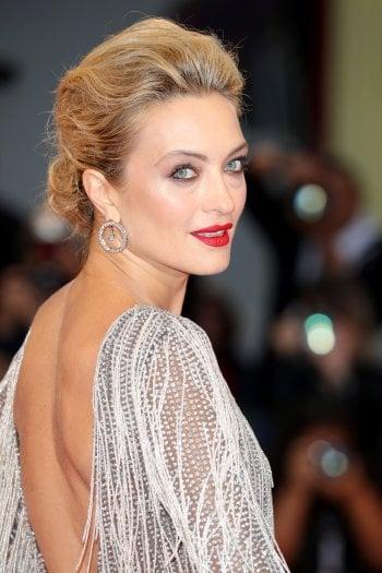 Carolina Crescentini sul red carpet a Venezia lo scorso anno, con hair look a cura di KérastaseFoto Leonardo Puccini