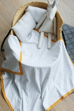 Un'immagine della coperta usata per Baby Archie dal sito di Malabar Baby