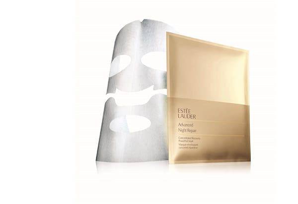 Maschera Advanced Night Repair Concentrated Recovery PowerFoil Mask diEstée Lauder, ideale per rivitalizzare la pelle opaca e arida