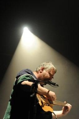 Daniel Johnston, storia di un artista di culto e di una t-shirt amata da Kurt Cobain