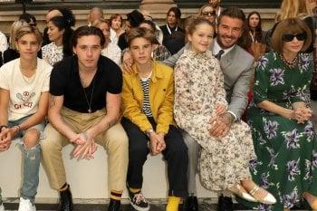Da Romeo ad Harper, tutti i Beckham (incluso David) in prima fila per mamma Victoria