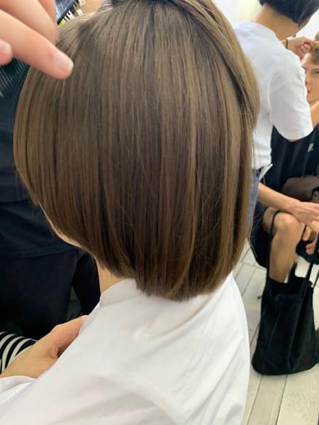 Hair style dalle forme arrotondate create dal Team di Tony& Guy diretto da Mari Ohashi per la sfilata di Arthur Arbesser