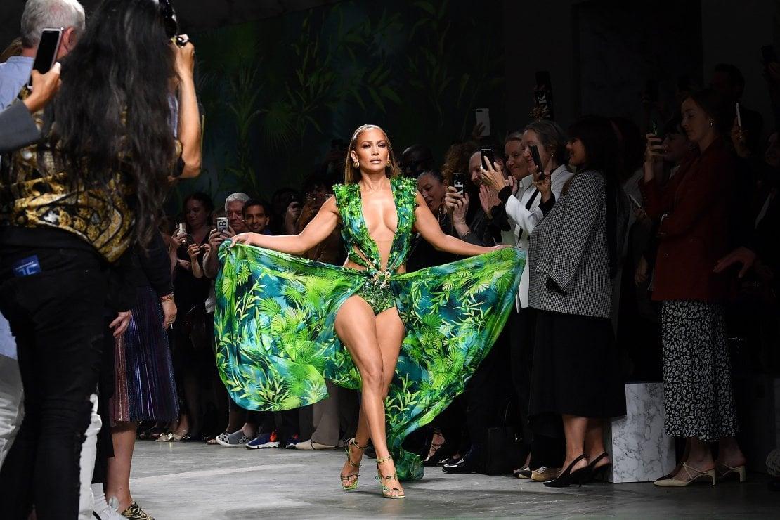 in vendita all'ingrosso nuovi prezzi più bassi buon servizio Jennifer Lopez e il jungle dress Versace: storia di un connubio ...