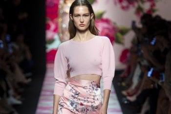 Preparatevi, in estate vestiremo di rosa: da Armani a Prada tutte le tonalità