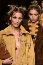 Il trucco colorato ispirato all'arte, gli chignon fai da te e le trecce: le tendenze beauty dalla Milano Fashion Week PE 2020