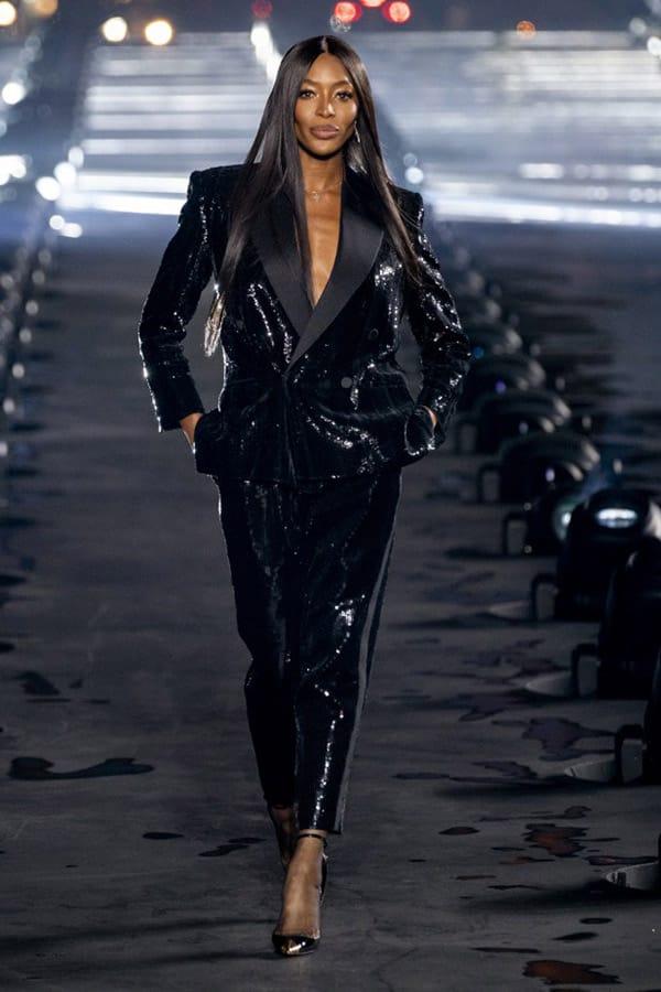 Naomi sulla passerella di YSL