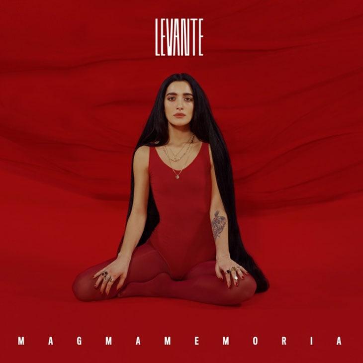 La copertina dell'ultimo album di Levante, Magmamemoria, uscito ieri per Warner