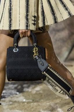 Lady Dior, la borsetta creata da Gianfranco Ferré negli  anni 90 si chiamava Chouchou, ma bastò che Lady D.  iniziasse a usarla per cambiarne nome e destino
