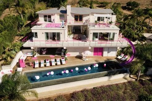 La casa dei sogni di Barbie a Malibù esiste e ci si può dormire