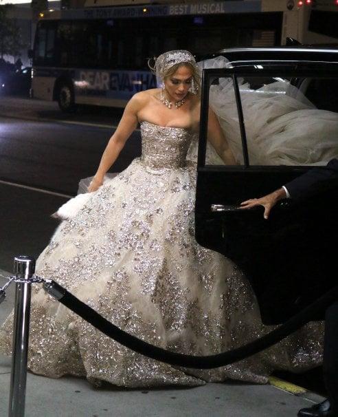 Jennifer Lopez, una sposa a Manhattan: con l'abito da sogno per le strade di New York