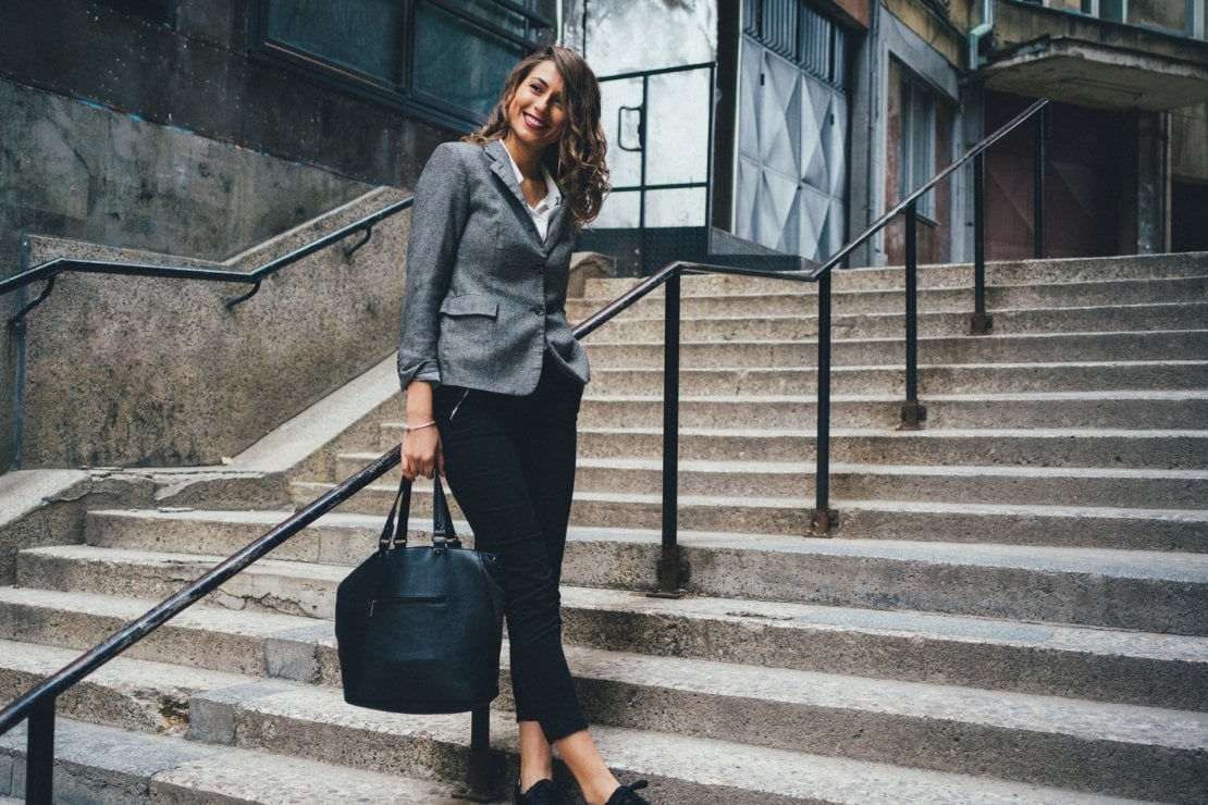 Galateo Tovagliolo A Destra galateo della borsa: come sceglierla, indossarla e usarla