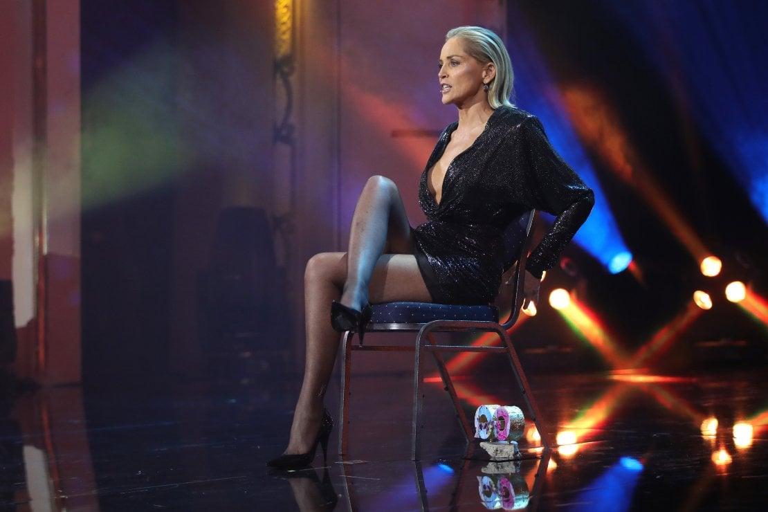 Sharon Stone torna ad accavallare le gambe per il discorso femminista: ''C'è stato un tempo in cui sono stata solo questo''
