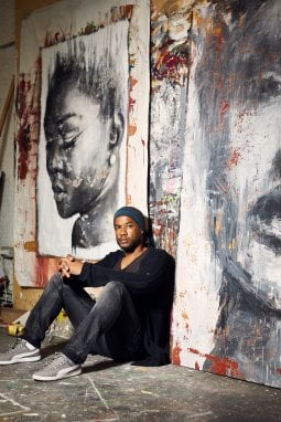 Christopher Luigi Kanku Veggetti40enne congolese, a 10 anni è stato adottato da una famiglia brianzola. Ha studiato grafica pubblicitaria, ed è diventato artista dopo una gara con la sorella per il quadro più bello