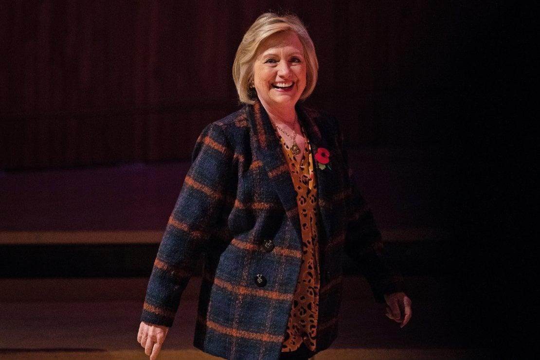 Hillary Clinton: ''Vorrei abbracciare Meghan Markle per confortarla. Ha subìto un trattamento razzista e sessista''