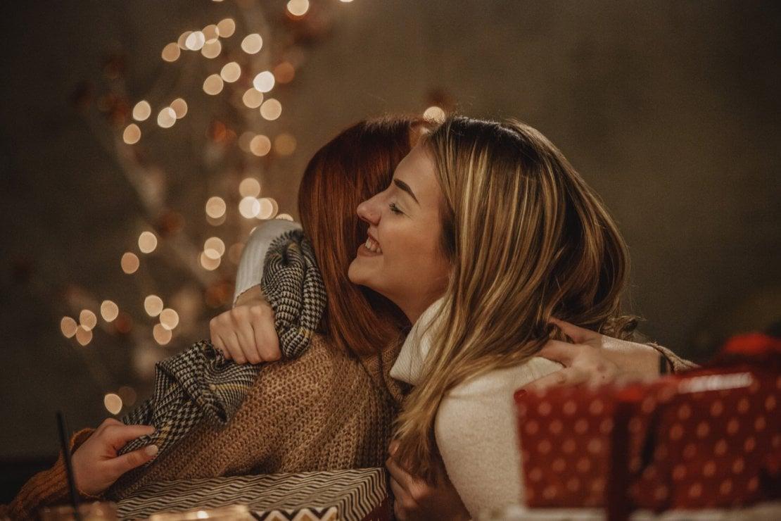 Cosa regalare a Natale senza fare brutte figure: le regole del galateo