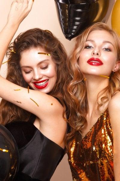 Il trucco delle feste, tra rosso e oro, opulenza e minimalismo
