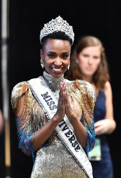 Zozibini Tunzi, nuova miss Universo: ''Le donne con i miei capelli e la mia pelle non erano considerate belle''