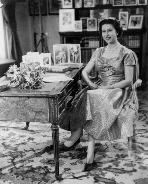 Natale in casa reale: i look più belli della regina Elisabetta II, Lady Diana, Kate Middleton e Meghan Markle