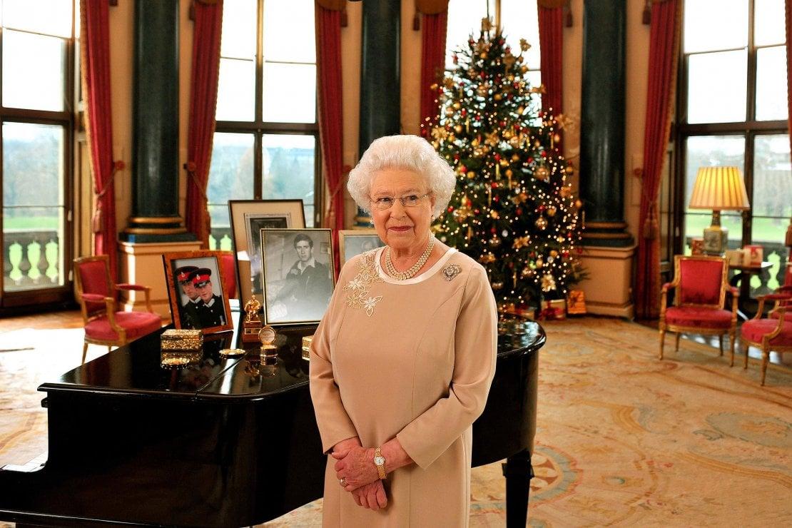 Cosa regala la regina a Natale? 620 doni e 750 cartoline per parenti e personale di palazzo