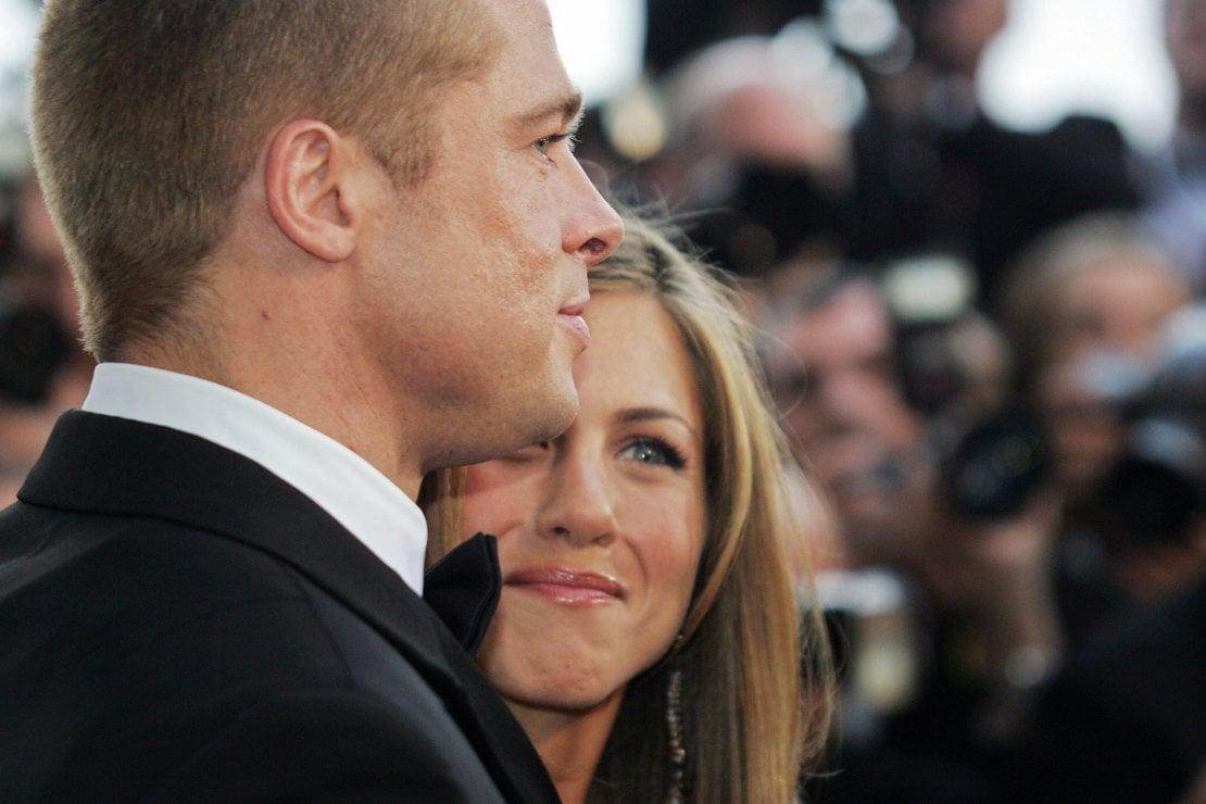 Brad Pitt e Jennifer Aniston insieme alla festa di Natale: fenomenologia di un ritorno sognato
