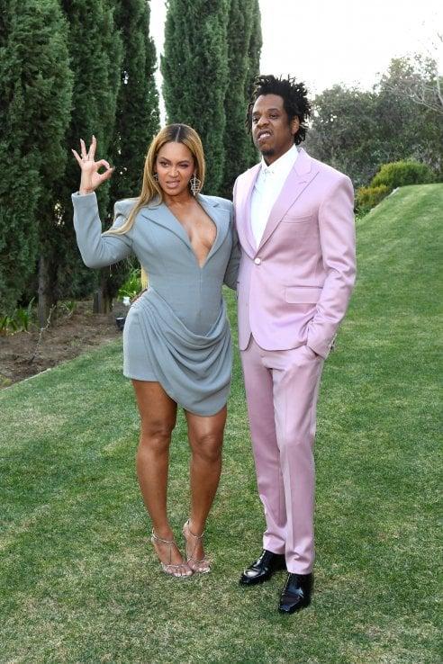 Beyoncé al brunch prima dei Grammy con l'abito di Francesco Murano, ex studente dello IED Milano