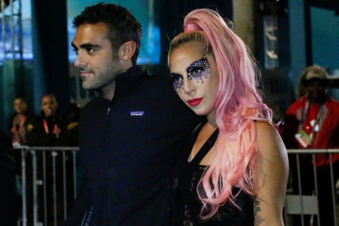 Michael Polansky e Lady Gaga lasciano l'Hard Rock Stadium di Miami