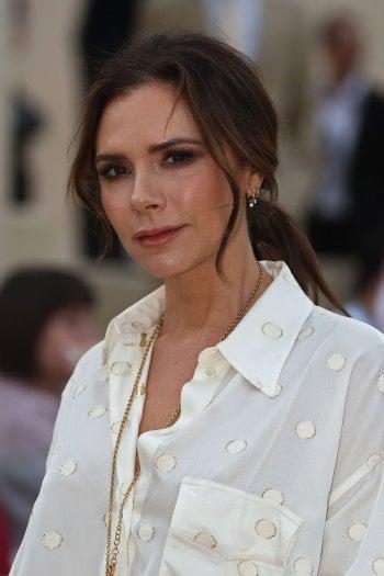 Victoria Beckham si affida alla medicina rigenerativa per lanciare il primo siero per il viso