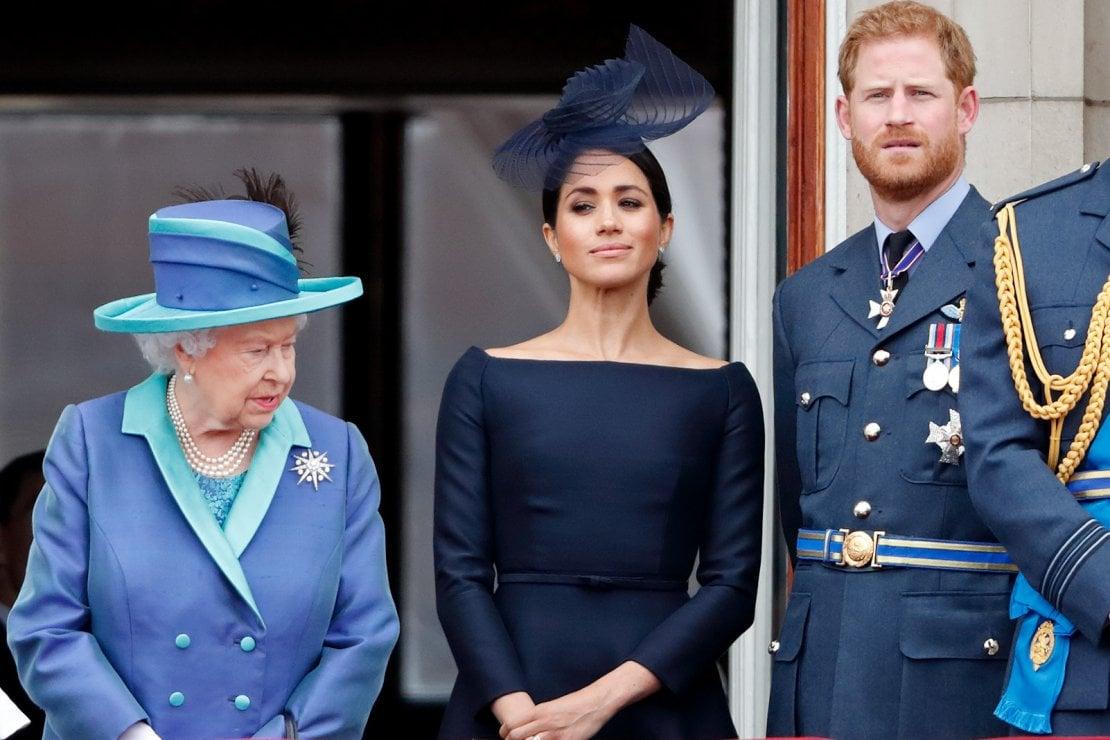 La regina Elisabetta II richiama all'ordine Meghan ed Harry: ''il 9 marzo dovete essere a Londra''